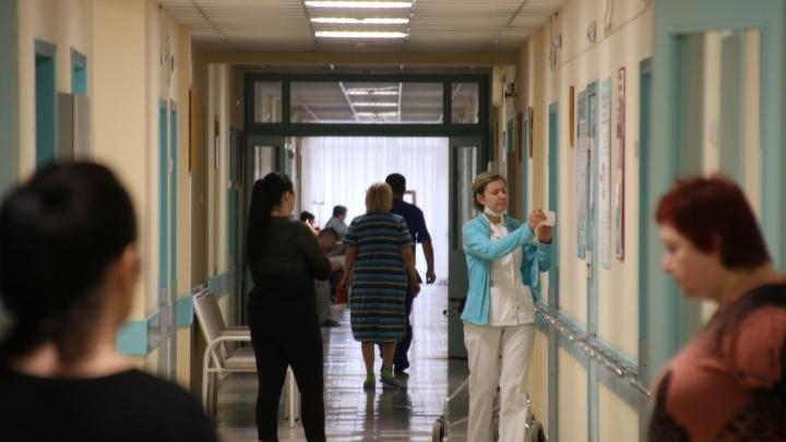 Стало известно, сколько получают главврачи медучреждений Ростовской области