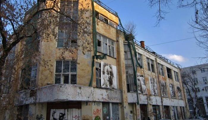 Владельца знаменитой заброшки у мэрии Екатеринбурга оштрафовали за разваливающиеся стены