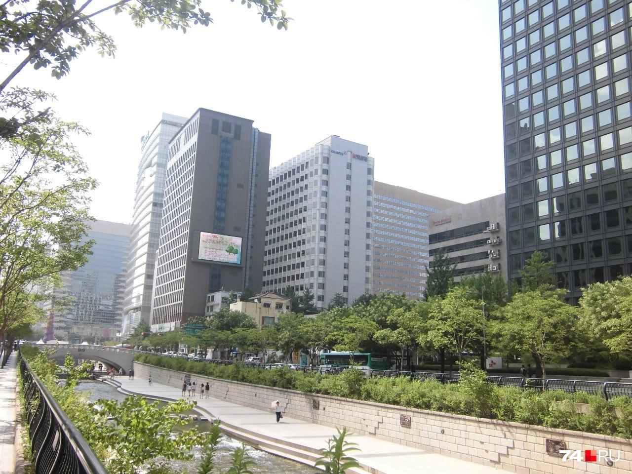 По центру Сеула протекает ручей, а раньше на этом месте была автомагистраль. Корейцы — за экологию