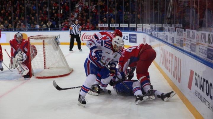 «Схлестнулись с соперником»: драку ярославских и питерских хоккеистов в КХЛ назвали битвой дня