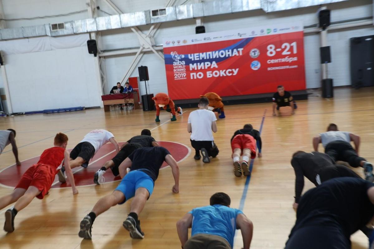 Костя Цзю перед чемпионатом мира по боксу провел открытую тренировку в УрФУ