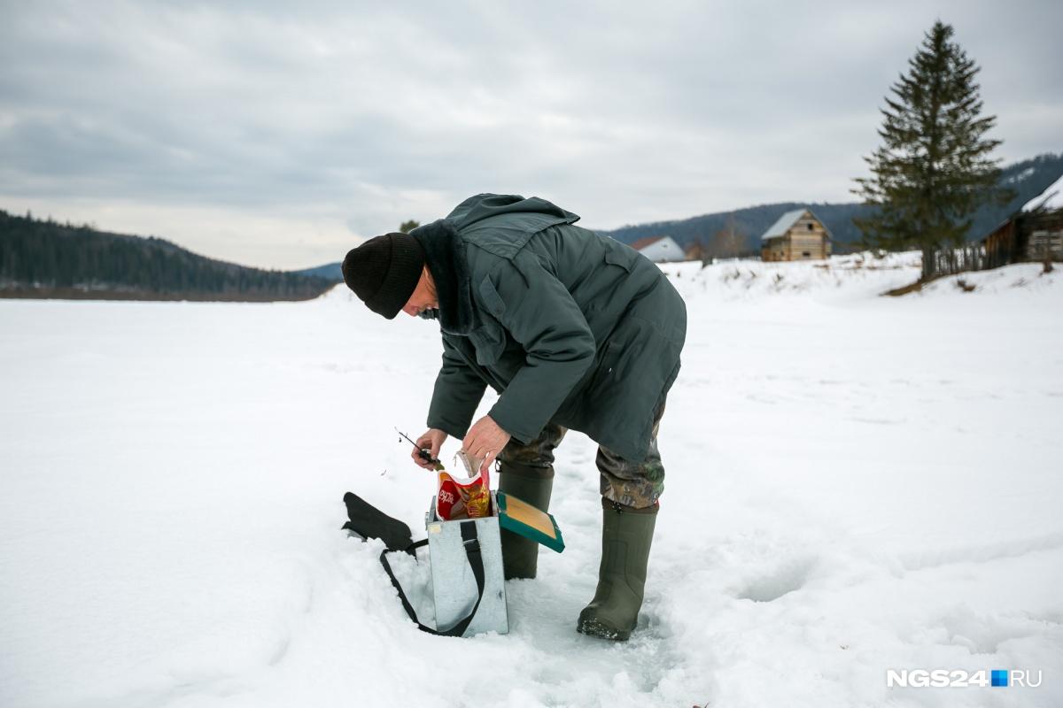 Рыбак Сергей на Мане поймал небольших хариусов