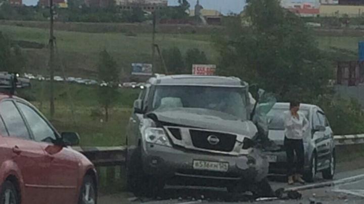 ЗИЛ резко вывернул на встречку из-за помехи на Северном шоссе и протаранил «Ниссан»