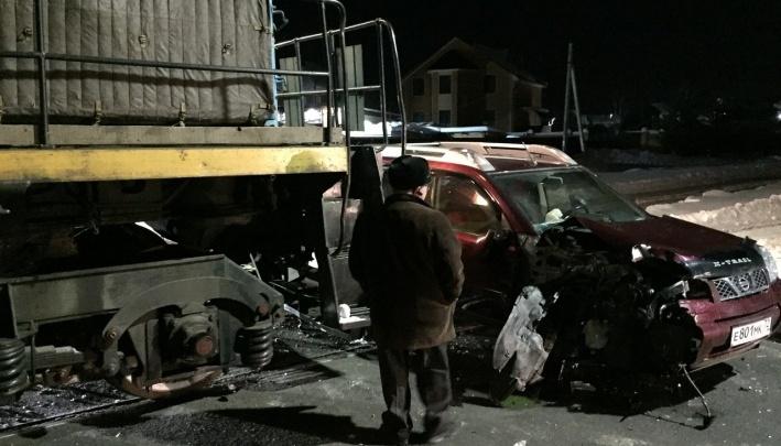 Авария на ж/д переезде, два смертельных ДТП на трассах и дрифт по Тюмени: дорожные видео недели