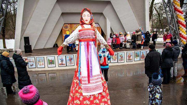 Чемпионат по поеданию блинов, бой подушками, хоровод с Бабой Ягой: как в Ростове отметят Масленицу