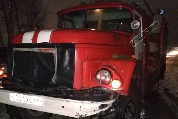Пожарная машина попала в ДТП, когда ехала на вызов по встречной полосе
