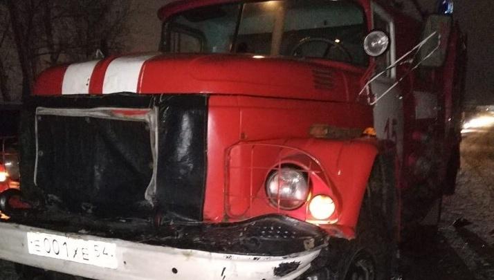Попала в аварию и уехала: сотрудница полиции столкнулась с выехавшим на встречку пожарным авто