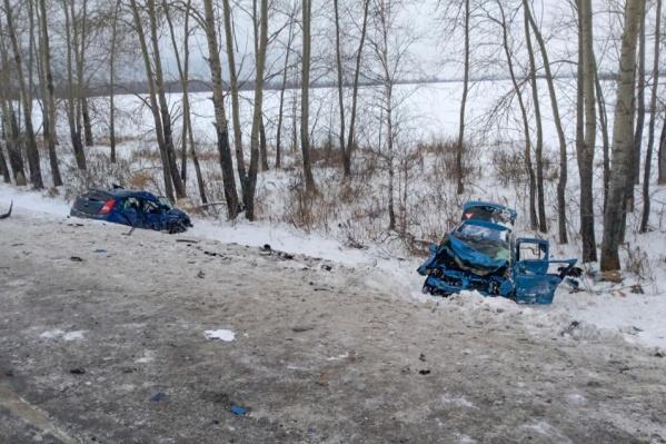 Машины столкнулись на 91-мкилометре трассы Тюмень — Омск неподалёку от Заводоуковска