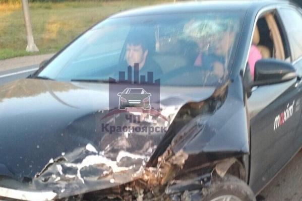 Пассажирка такси получила травмы и была госпитализирована