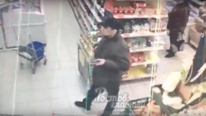 В Ростове преступник похитил в маршрутке кошелек и успел потратить 300 рублей