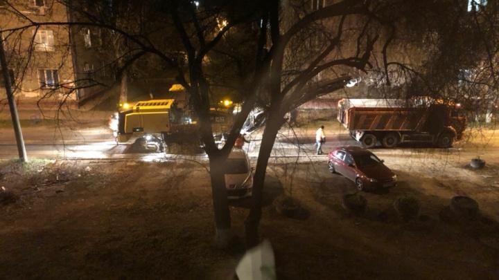 «Товарищи, свершилось чудо!»: в Волгограде начали латать дорогу на многострадальной улице Кузнецова