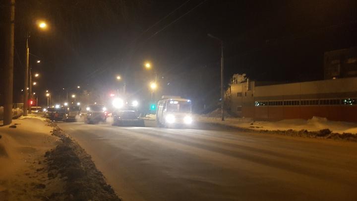 «Такого количества снега не было давно»: в Кургане всю ночь убирали остатки снегопада