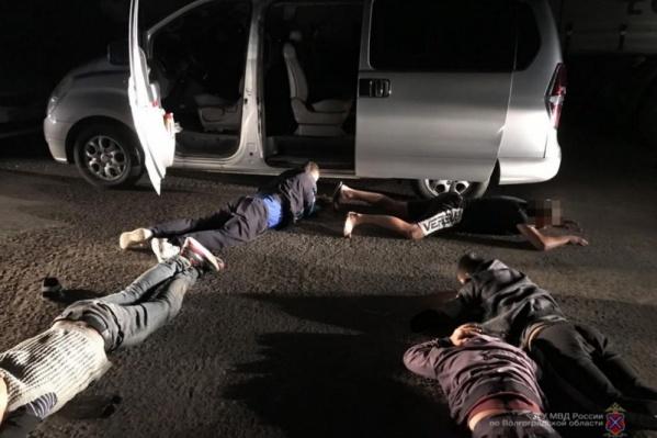 Полицейские и сотрудники ФСБ задержали пятерых человек