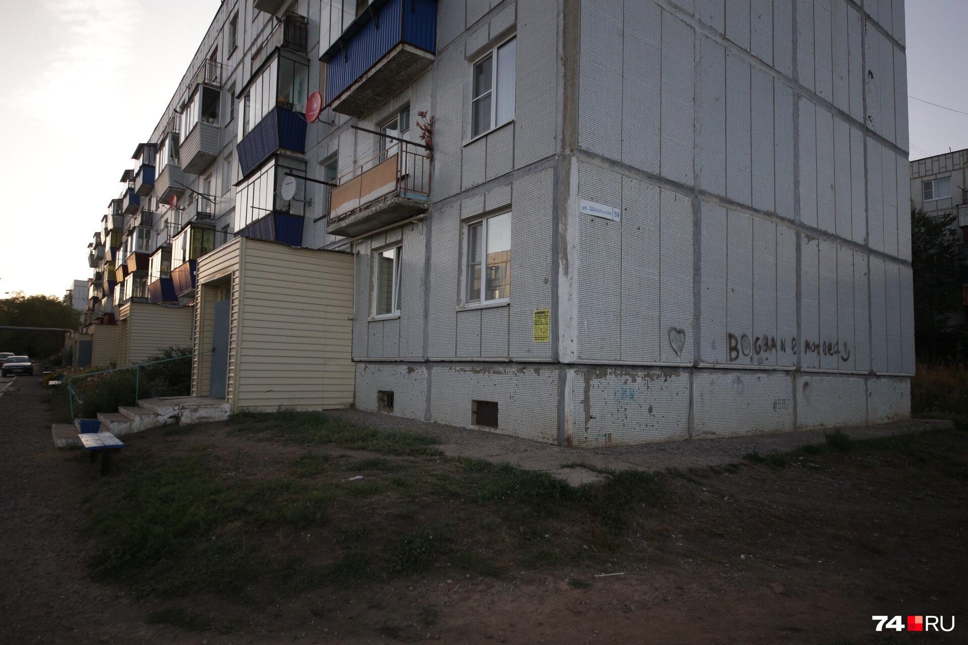 В этом доме жили Зариповы, здесь же 21 августа глава семьи устроил кровавую расправу над женой