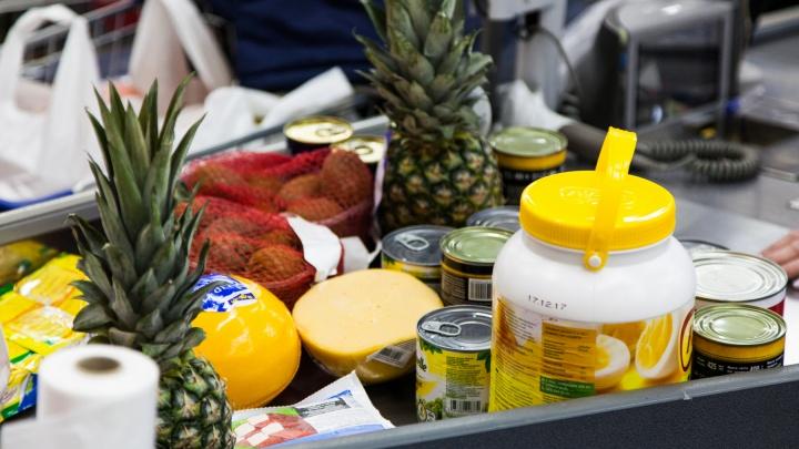 «10 тысяч – это только начало»: красноярцы показали тележки с продуктами к Новому году