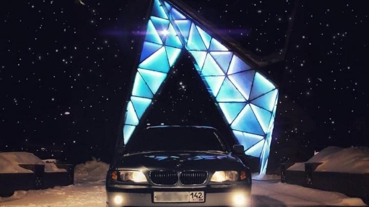 «Я живу и кайфую»: владелец BMW, припаркованного у фонтана на Валиханова, ответил на критику