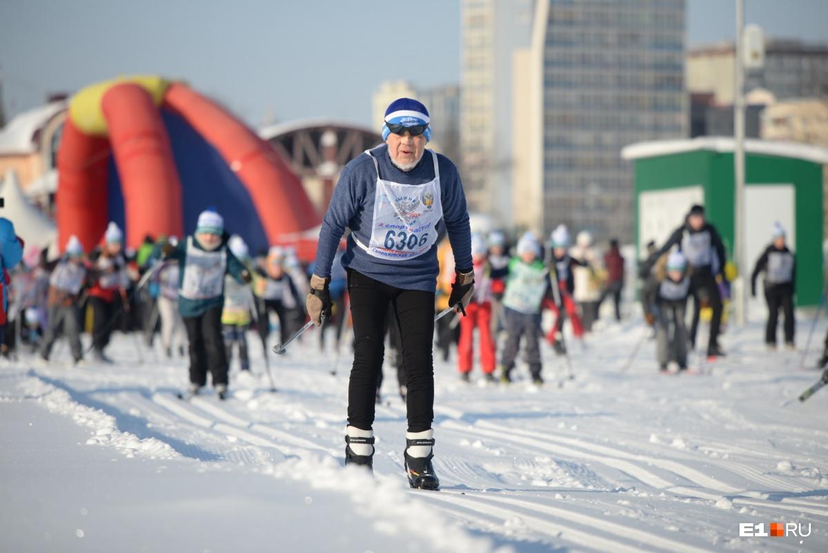 На трассе можно было встретить и лыжников в возрасте