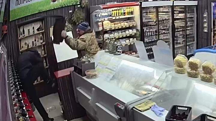 Обидно до слёз: южноуральцам, задержавшим грабителя магазина, грозит наказание