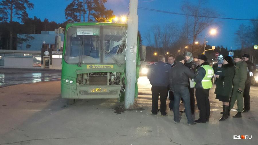 10 пассажиров автобуса пострадали из-за ослепленного водителя вЕкатеринбурге