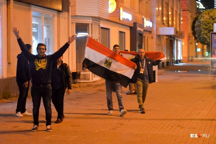 Ночь перед ЧМ-2018: гуляем с египетскими болельщиками по ночному городу и барам