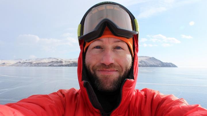 Ледяная безмятежность: фоторепортаж уральца, который пересёк Байкал на коньках