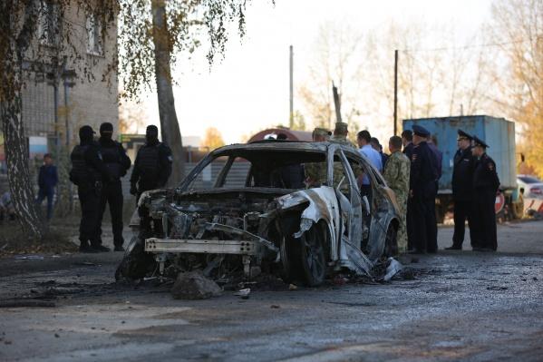 Местные жители рассказывают, что конфликт произошёл из-за подожженного автомобиляInfiniti
