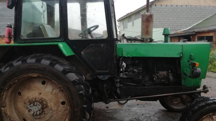 На Урале будут судить парней, укравших 4,5 тонны рельсов с помощью трактора