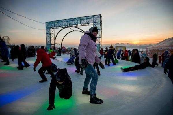 Ледовый городок открылся после морозов