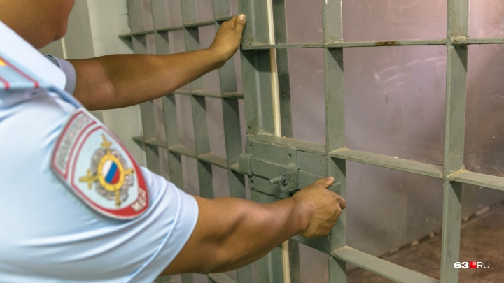 Поймали на взятке: в Самаре арестовали трех сотрудников уголовного розыска