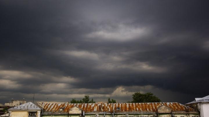 Ждём торнадо: на Ярославль движется гроза и град