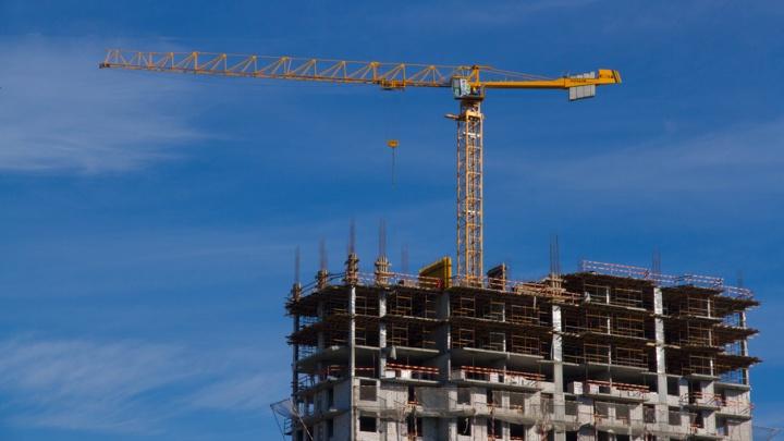 Судебные приставы опечатали башенные краны на стройке микрорайона «Любимов» в Березниках