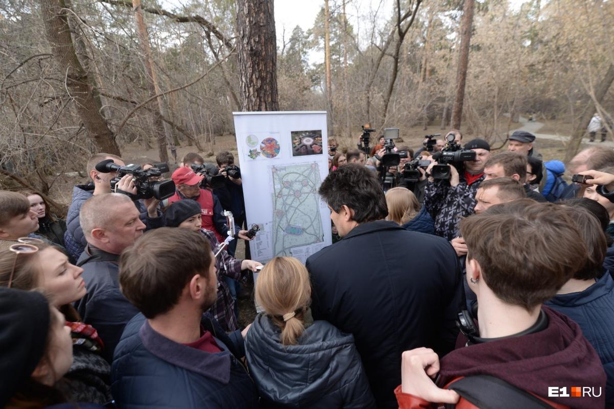 В конце апреля мэр Александр Высокинский прогулялся по Зеленой Роще