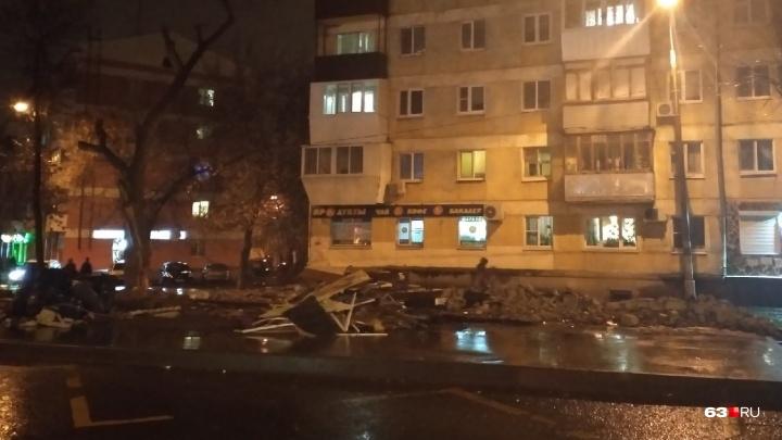 На Мехзаводе снесли остановку и магазин с «разливайкой»