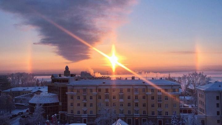 Это что-то невероятное: инстаподборка фото «зимней радуги» и тумана, которые украсили Архангельск