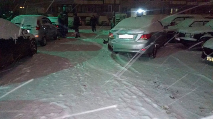 На Старой Сортировке неадекватный водитель разбил припаркованные автомобили, удирая от полицейских
