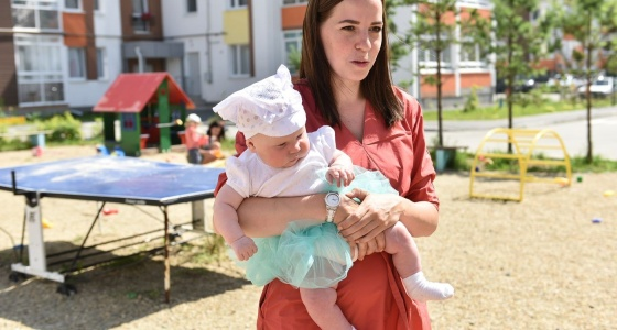Дружим дворами: как жительница Мичуринского объединила соседей ярмарками и мастер-классами