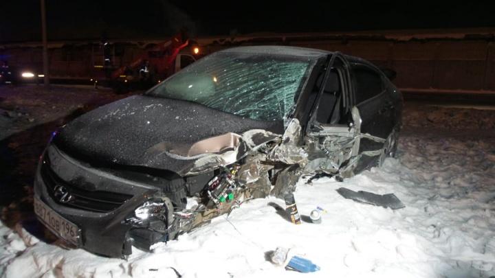 На Старой Сортировке иномарка столкнулась с грузовиком и влетела в столб, у нее оторвало колесо