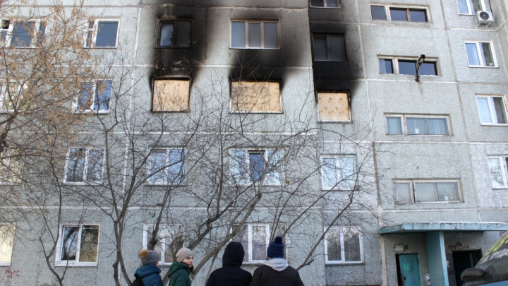 В квартире на 3-й Молодёжной, где произошёл взрыв, заколотили окна фанерой