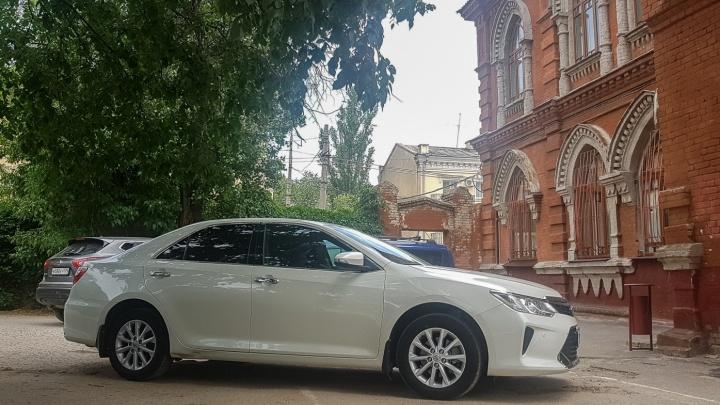 Фотографируют и передают полиции: в Волгограде у здания синагоги поймали пятерых автохамов