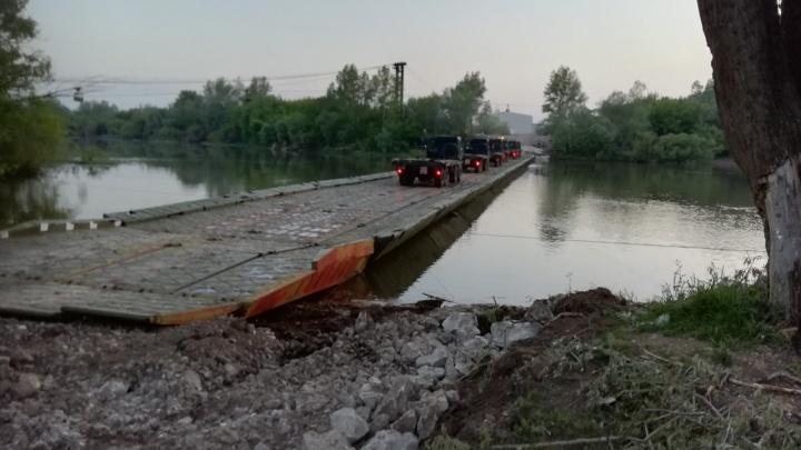 Военные установили в Стерлитамаке понтонный мост