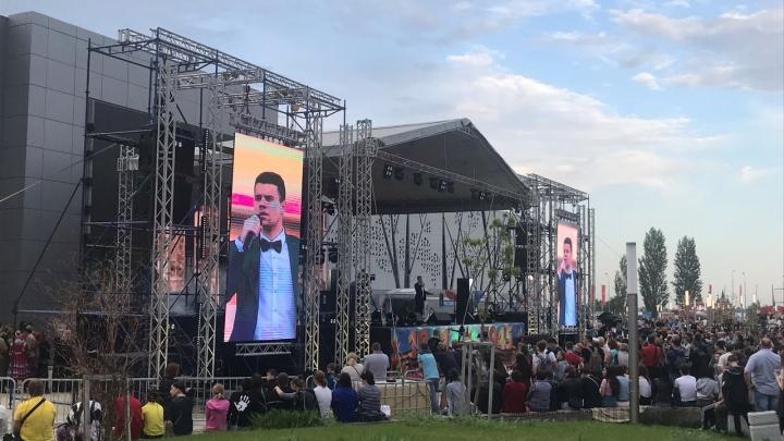 В пойме реки Царицы на праздничный концерт собралось не меньше пяти тысяч волгоградцев
