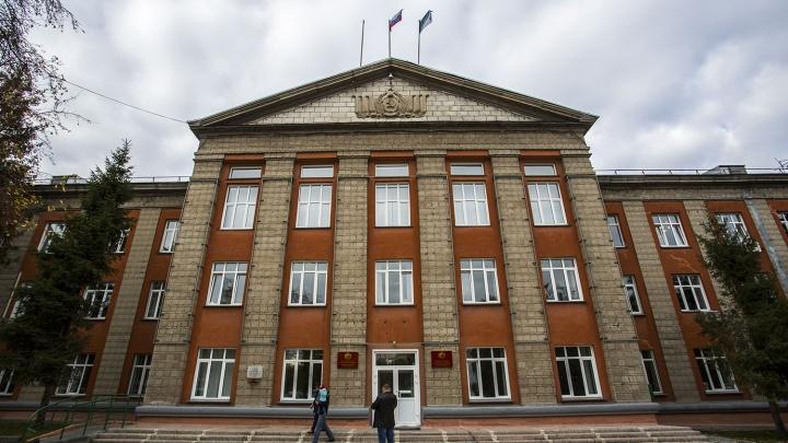 Новосибирец заметил нарушение ПДД рядом с администрацией — в ответ его обматерили