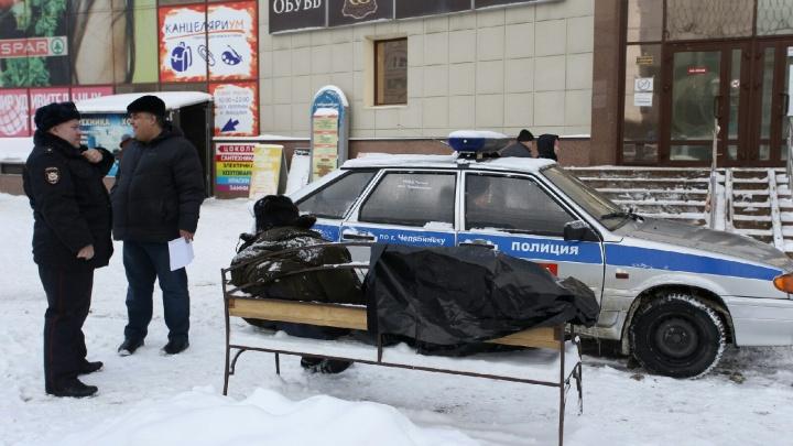 Сердце подвело: напротив торгового комплекса в Челябинске скончался мужчина