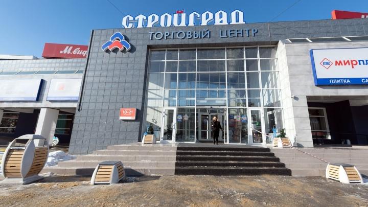 В Волгограде мужчина оступился возле торгового центра и умер