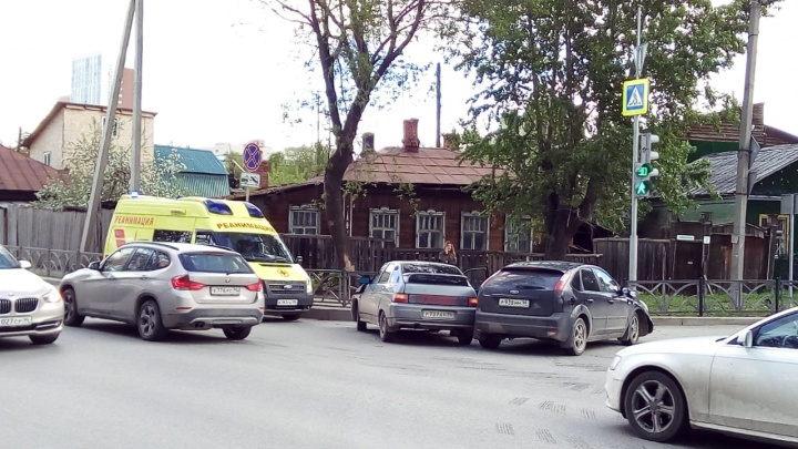 На Юго-Западе при столкновении двух автомобилей пострадала девушка