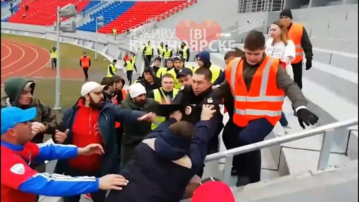На разгромном матче «Енисея» с «Краснодаром» болельщики напали на стюардов и полицейского