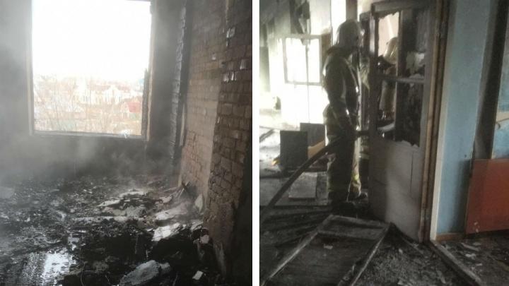В Башкирии сгорела заброшенная школа-интернат