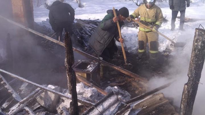 В Башкирии огонь унес жизни двух мужчин