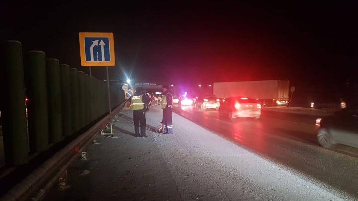 На дублере Сибирского тракта водитель насмерть сбил дорожного рабочего