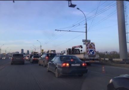 На Димитровском мосту произошла массовая авария— собралась пробка